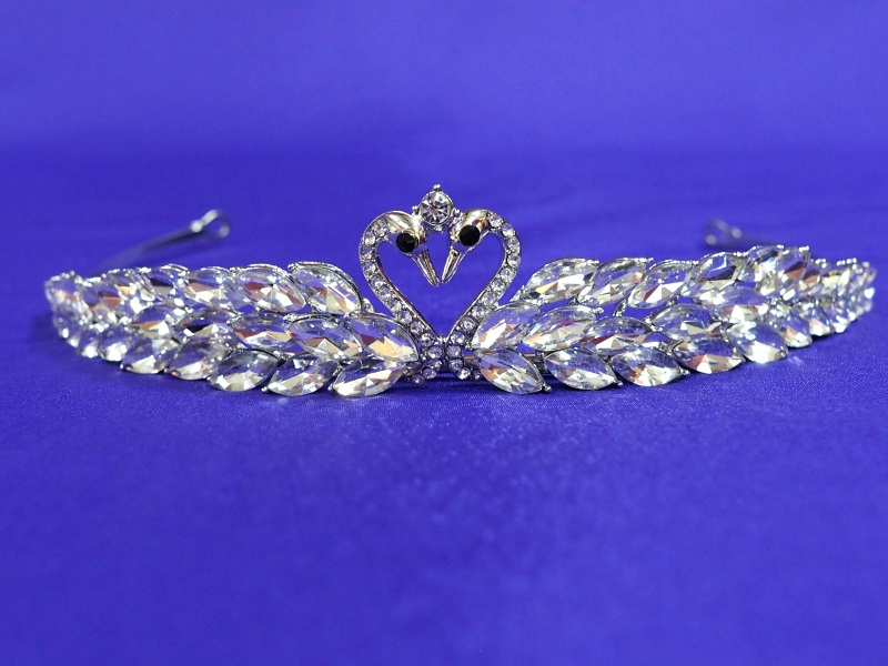 Kissing Swan Crystal Tiara R106